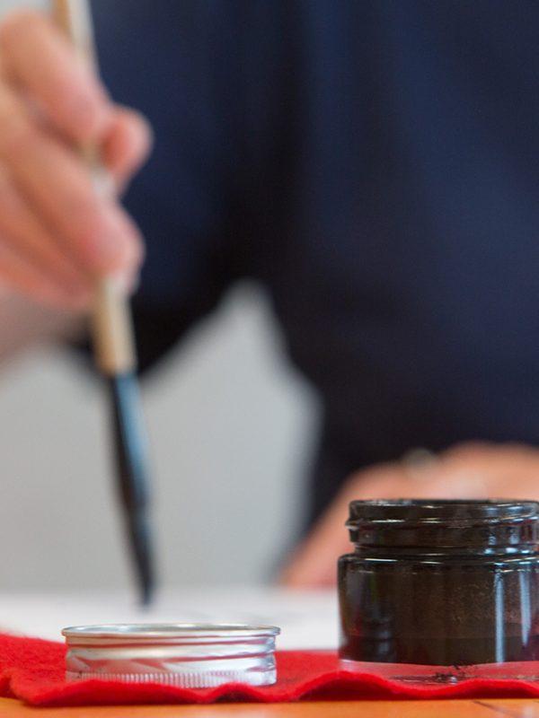 Encre et pinceaux en calligraphie